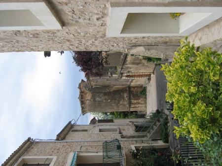 Tour d'angle du château d'Arboras